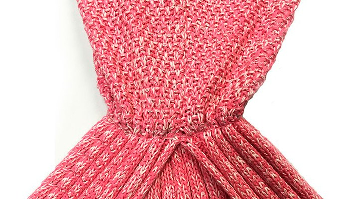 coupon rabais 29 pour un plaid tricot en forme de queue de sir ne choix de 6 couleurs. Black Bedroom Furniture Sets. Home Design Ideas